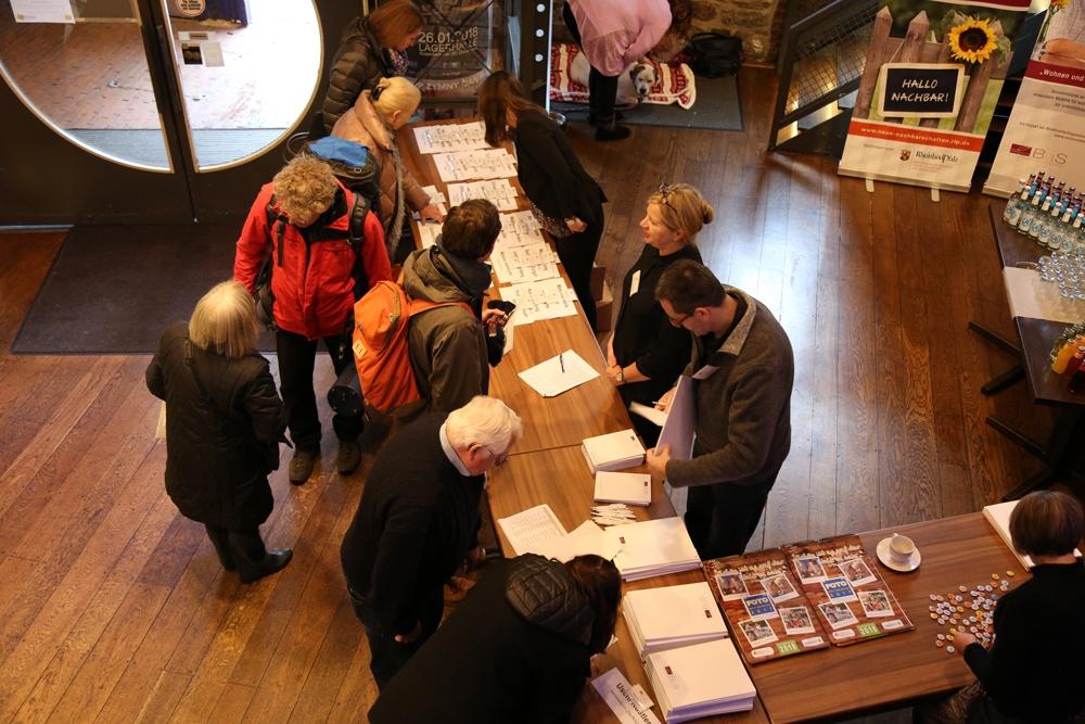 Fachtagung Osnabrück: Blick von oben auf den Empfangsbereich